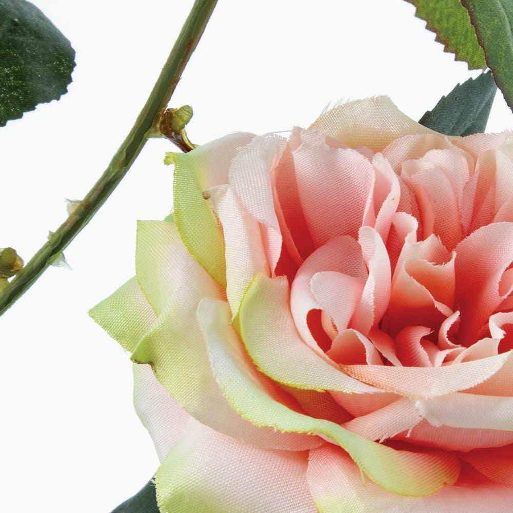 日陰も華やかに!フェイクローズ 本物のバラのような美しさが魅力。