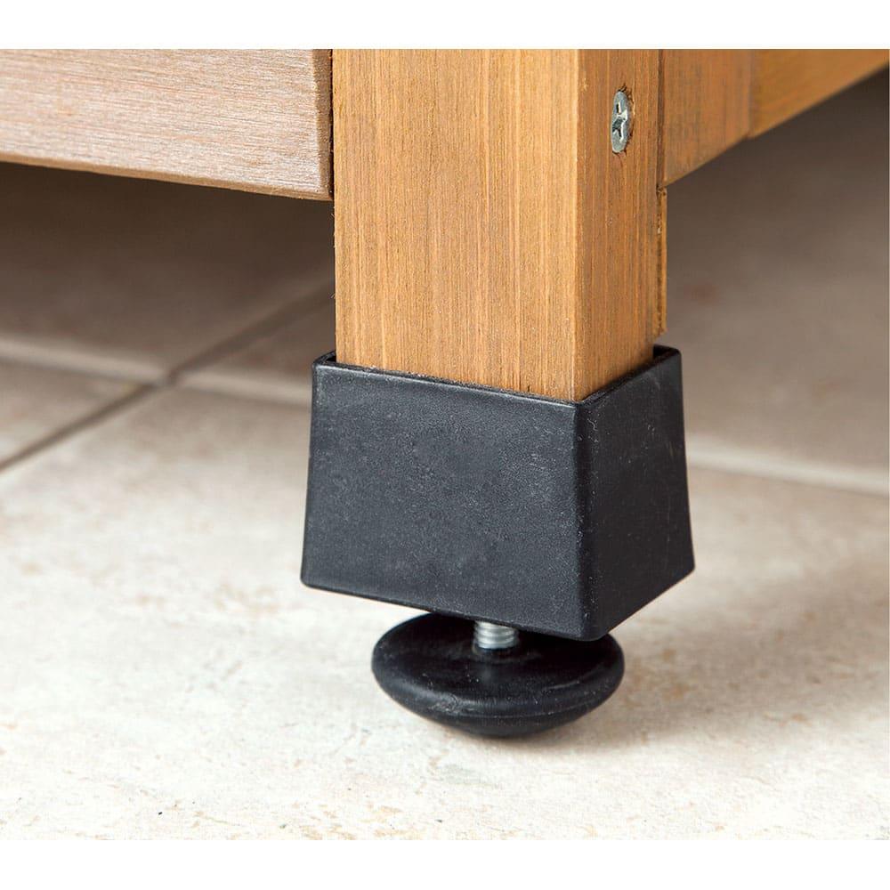 木製棚付き収納庫幅80cm ガタツキを抑えるアジャスター付き。
