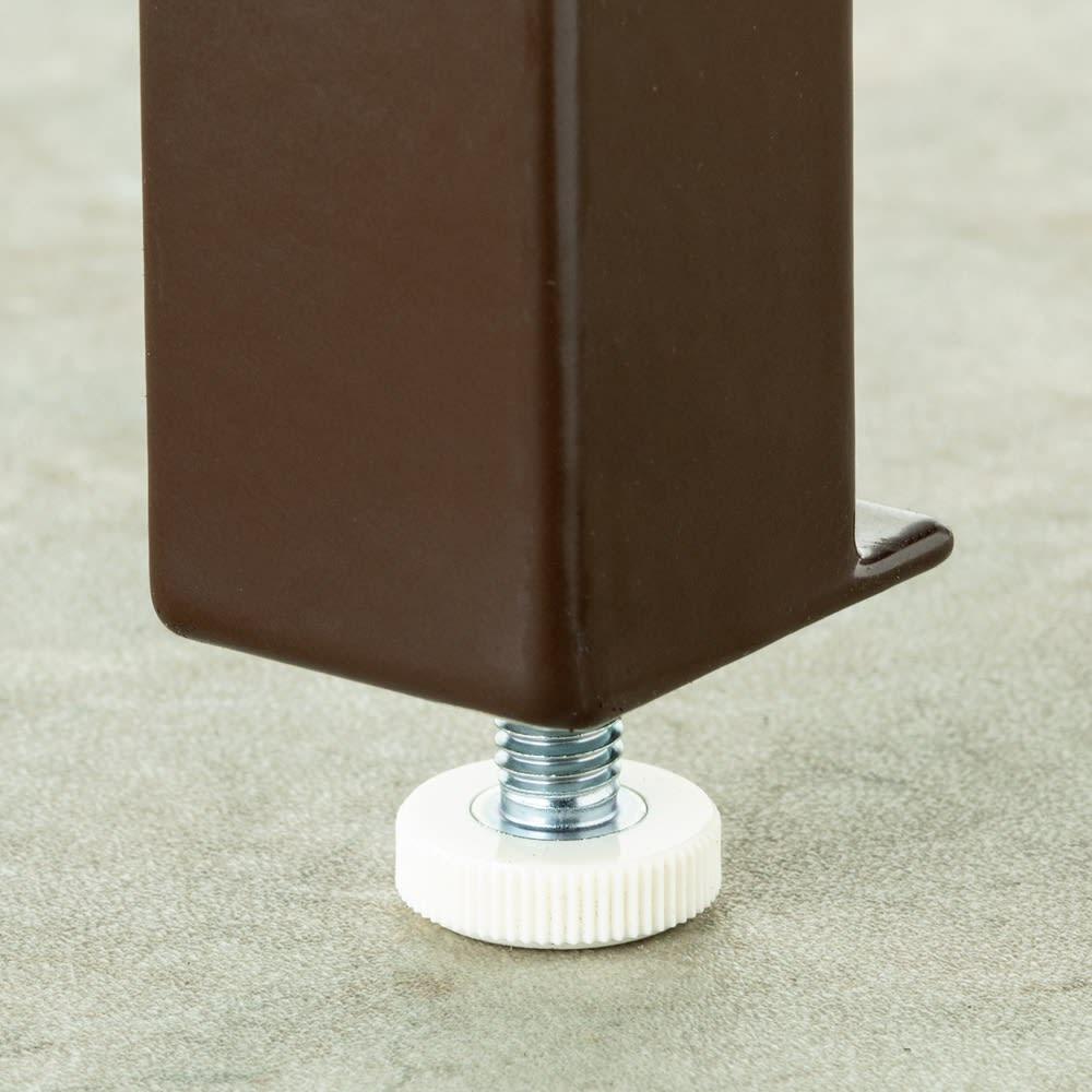 エアコン室外機カバー 大型 傾斜に対応して水平を保つアジャスター付き。