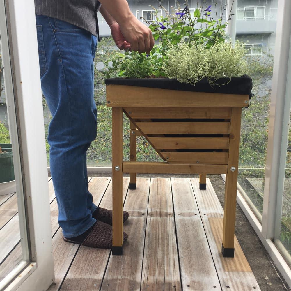 菜園プランター ベジトラグ バルコニーサイズ 立ったまま作業できます。