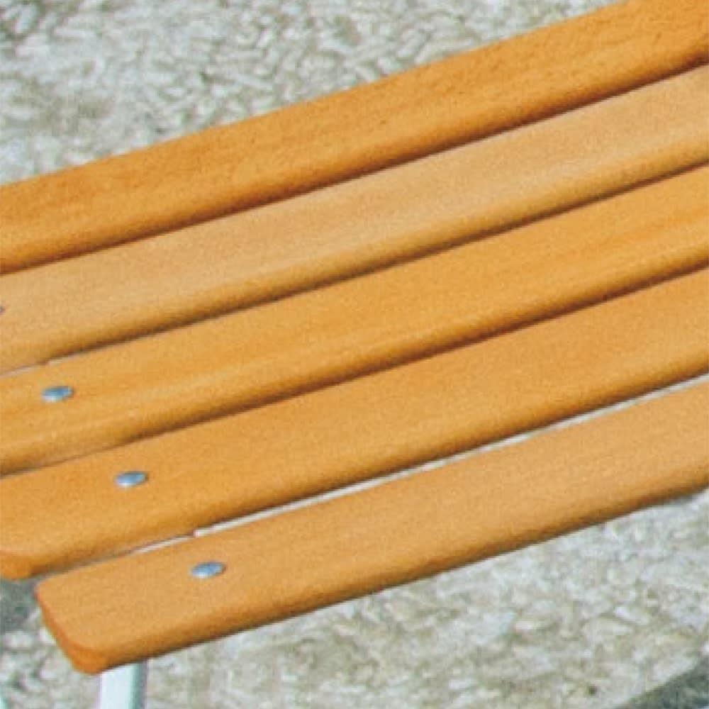 フランス製ビストロシリーズ オリジナルカラー ナチュラルチェア1脚 木製の座部は手ざわりも良く、体あたりもやさしいのが特長。 ※天然木を使用している為、木目・色・サイズ等が若干異なることがございます。