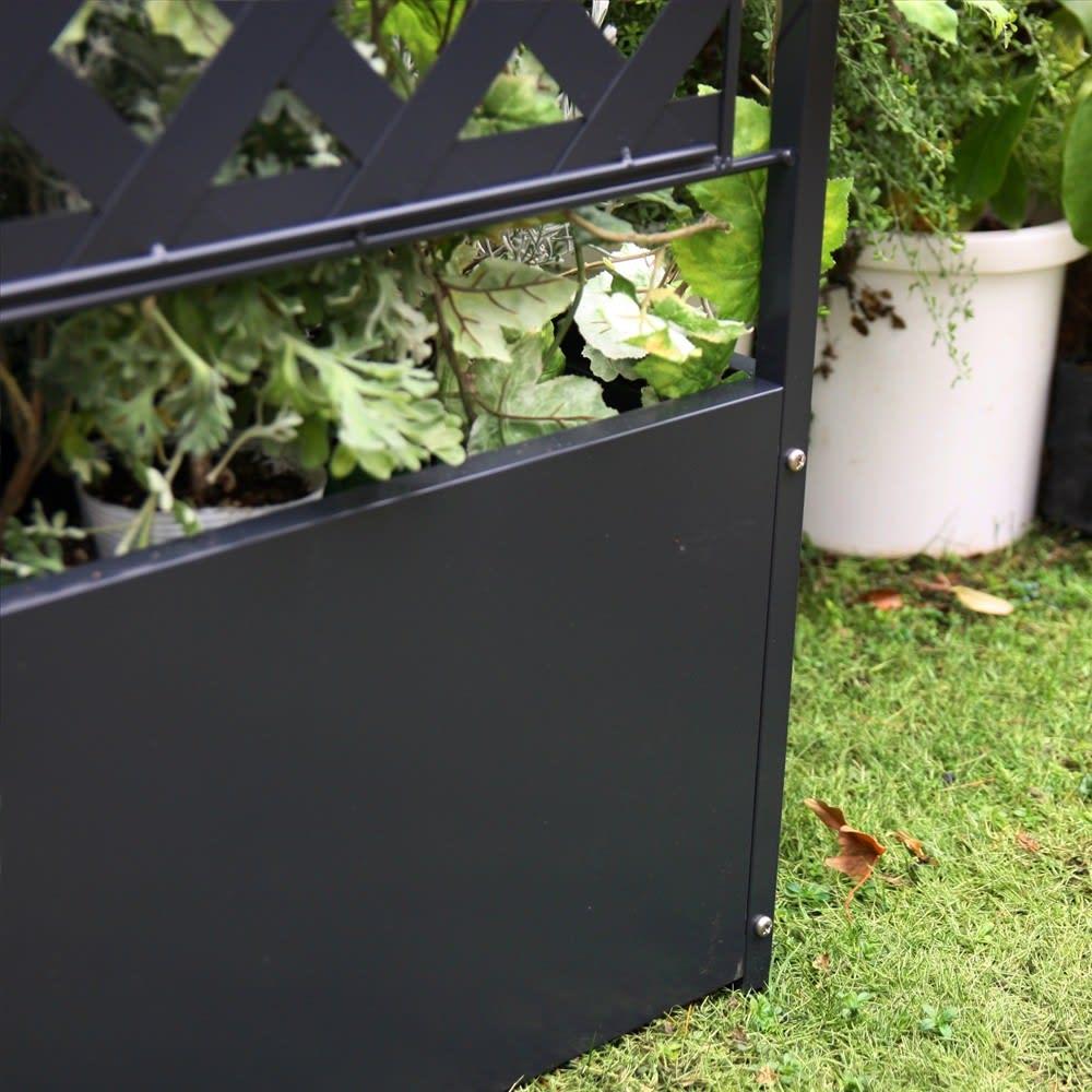 欧風トレリス付きプランターボックス〈ダークグレー〉 高さ100cm ボックス背面。