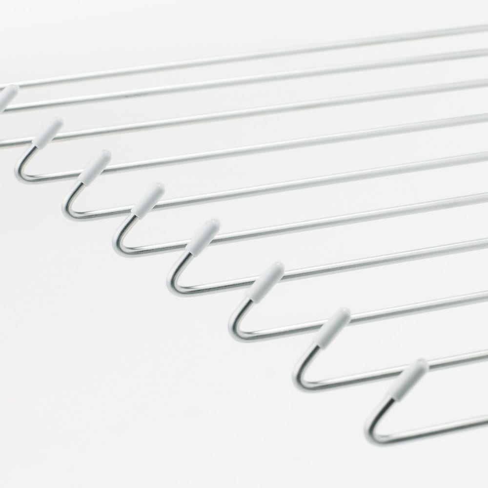 昔ながらの万能ステンレス物干し&かご置きセット 物干しタイプは、風で洗濯物が落ちないよう、先端に返し付き。