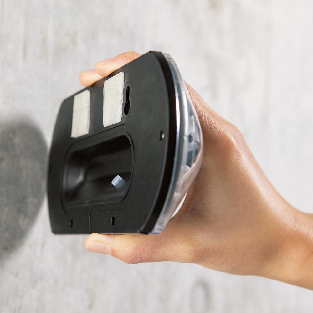 センサーガーデンライト 4個組 気軽に取り付け可能な3M社の両面シール付き。