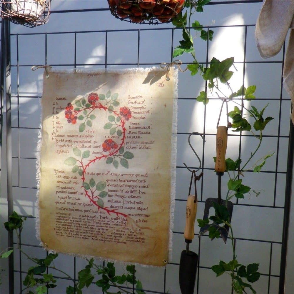 プランター台付きワイドトレリス ロータイプ グレー お気に入りのオブジェを飾っても素敵。