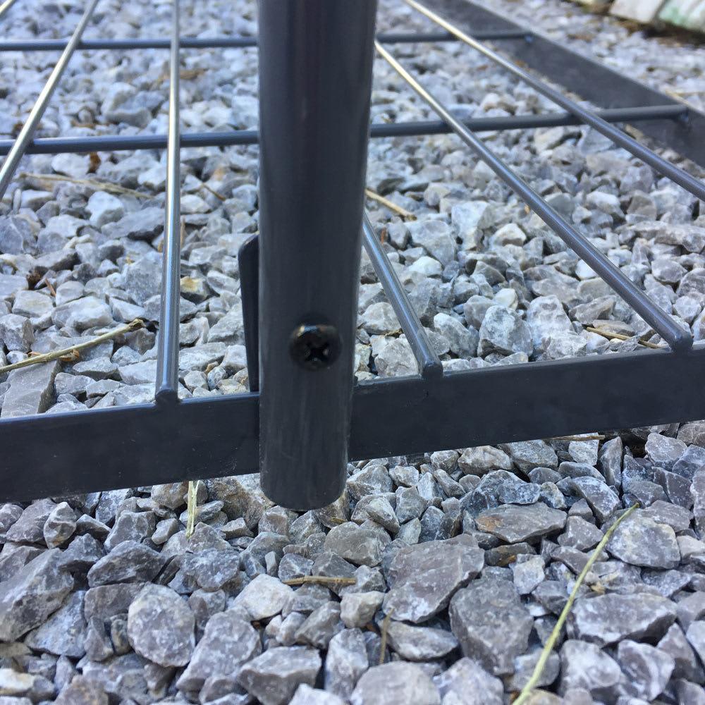 アイアングリーンカーテン〈奥行広々ハイタイプ〉 プランター台付き 設置場所に合わせて角度・奥行・高さの調節が可能です。