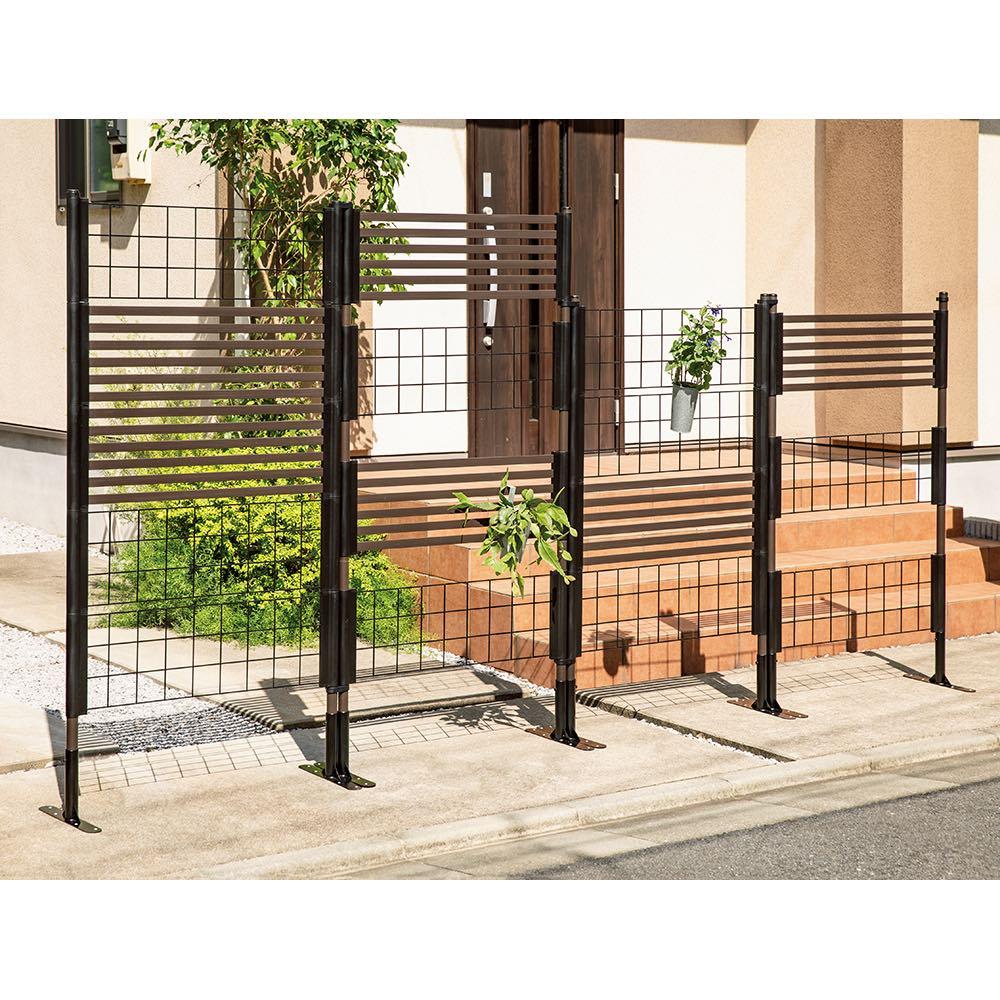 目隠しガーデニングフェンス 高さ150cm お得な2枚組 フェンス同士の間隔や30×90cmのパネルの組み合わせをお客様自身で簡単に調節可能。※別売りコンクリート設置パーツ使用時。