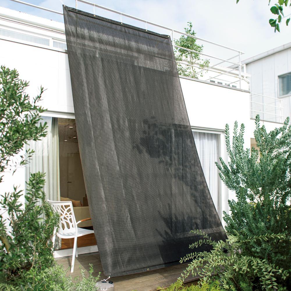 サマーオーニング タープ 約200×200cm (エ)チャコールグレー UVカット率…約91%以上 2階のベランダの手すりに取り付け可能な、丈4mタイプ。オフシーズンの取り外しも簡単です。