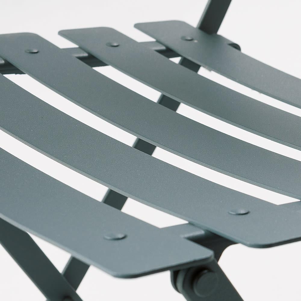フランス製ビストロチェア2脚 体がスッと収まる絶妙な曲線。
