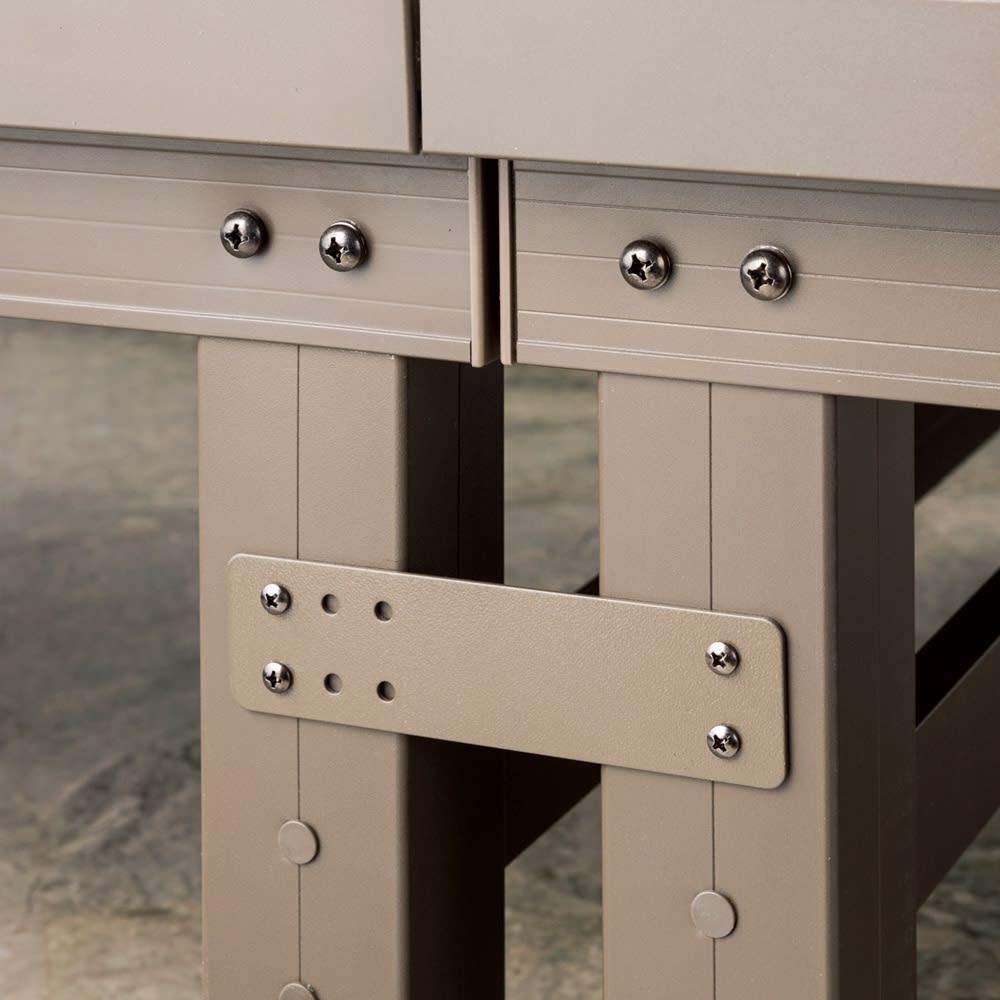 人工木デッキ 180×90セット デッキ同士やステップとの連結は専用金具で簡単。