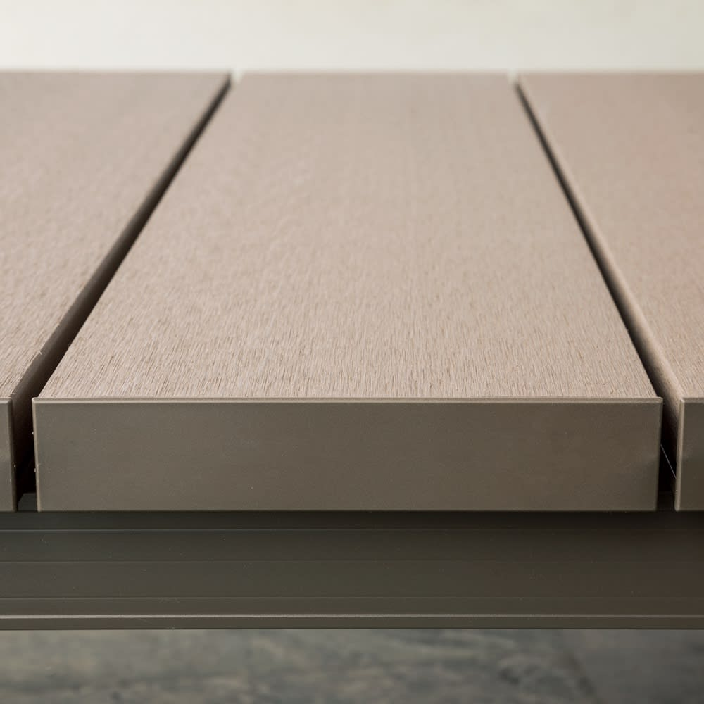 人工木デッキ 180×90単品 高級感が漂う十分な厚み。