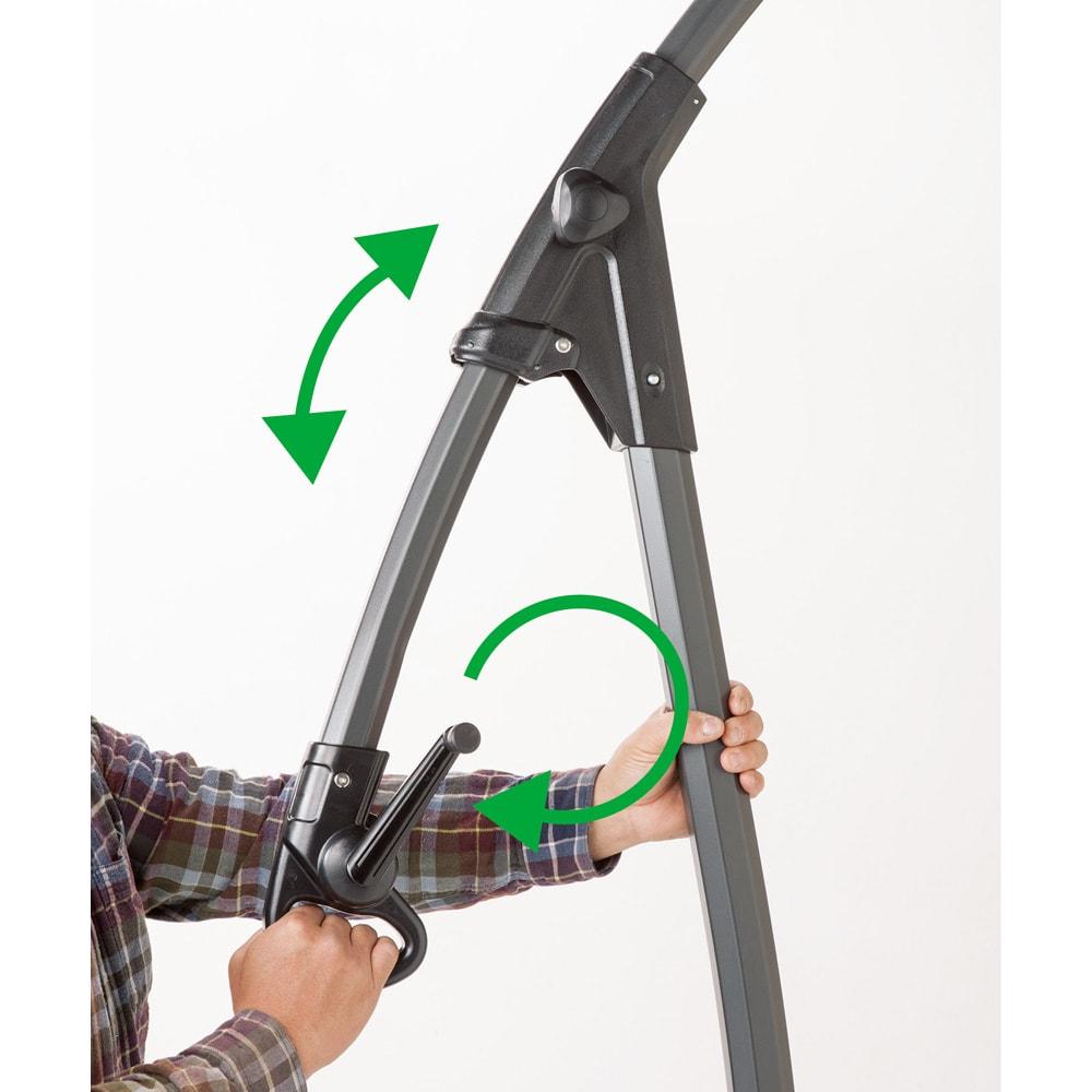 ハンギングパラソル ベース付き パラソルはハンドル開閉式。スライドアームでコンパクトに。