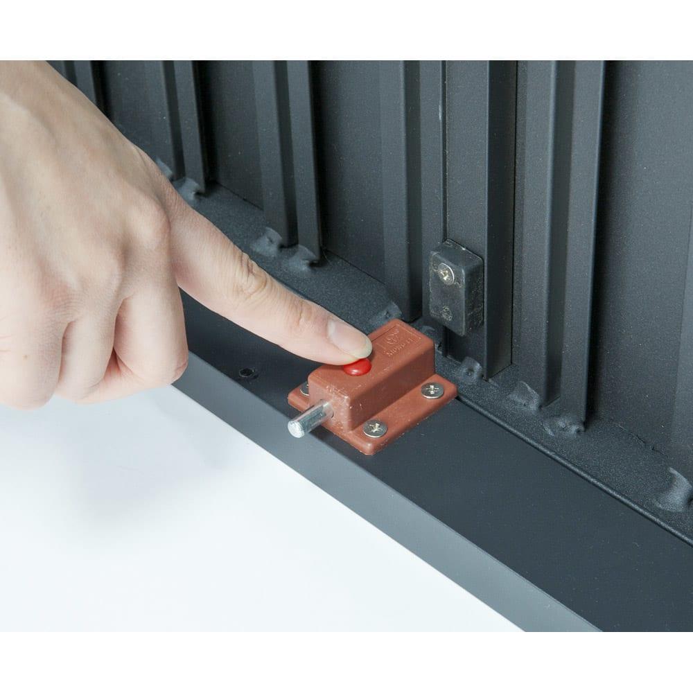 伸長式アルミテーブル&チェア 5点セット ストッパー付きで天板が動かないよう固定できます。