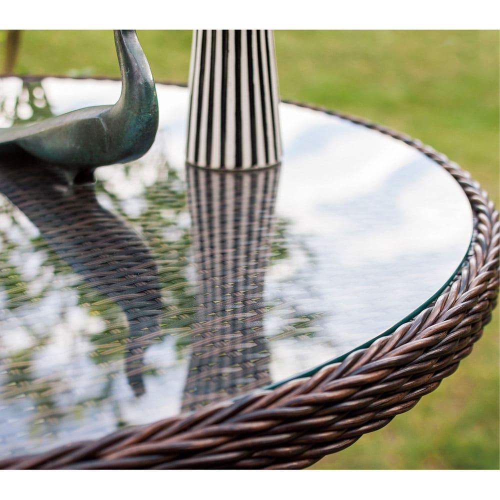 ガラス&ウィッカーシリーズ ラウンド 5点セット(ラウンド大テーブル+チェア4脚) (ラウンドテーブル)背景を幻想的に映します。