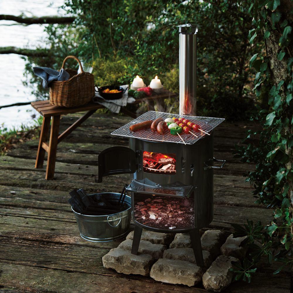 薪&炭が使える KAMADO(かまど) 使用イメージ ※デッキの上でのご使用はお避けください。