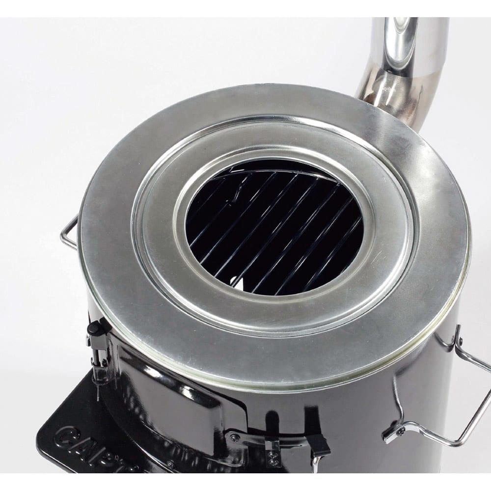 薪&炭が使える KAMADO(かまど) 大小の鍋に対応するフタ付きです。