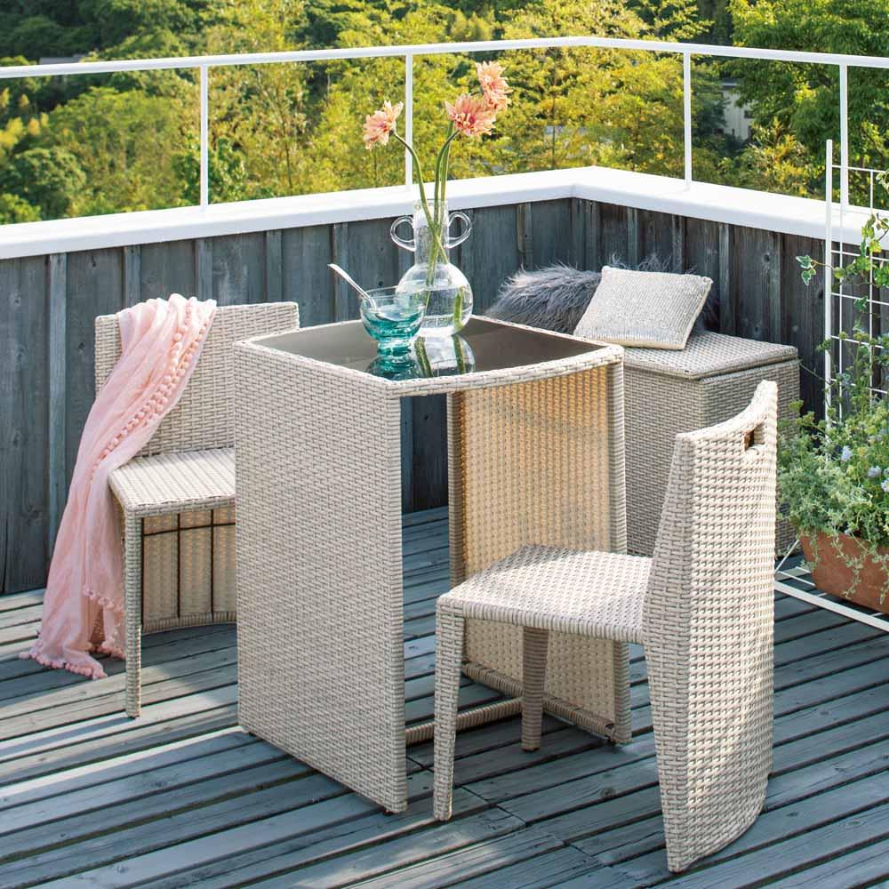 ラタン調コンパクトシリーズ〈ライトグレー〉 テーブル&チェア3点セット 人気のラタン調コンパクトシリーズに淡い色の花とも好相性のライトグレー色が新登場。