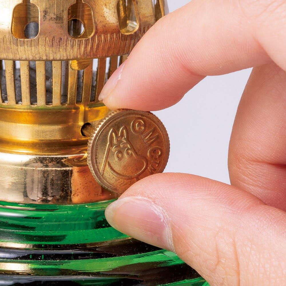 ムーミンオイルランプ オイル付き L 火力調整ノブにもムーミンが線刻で表現されています。