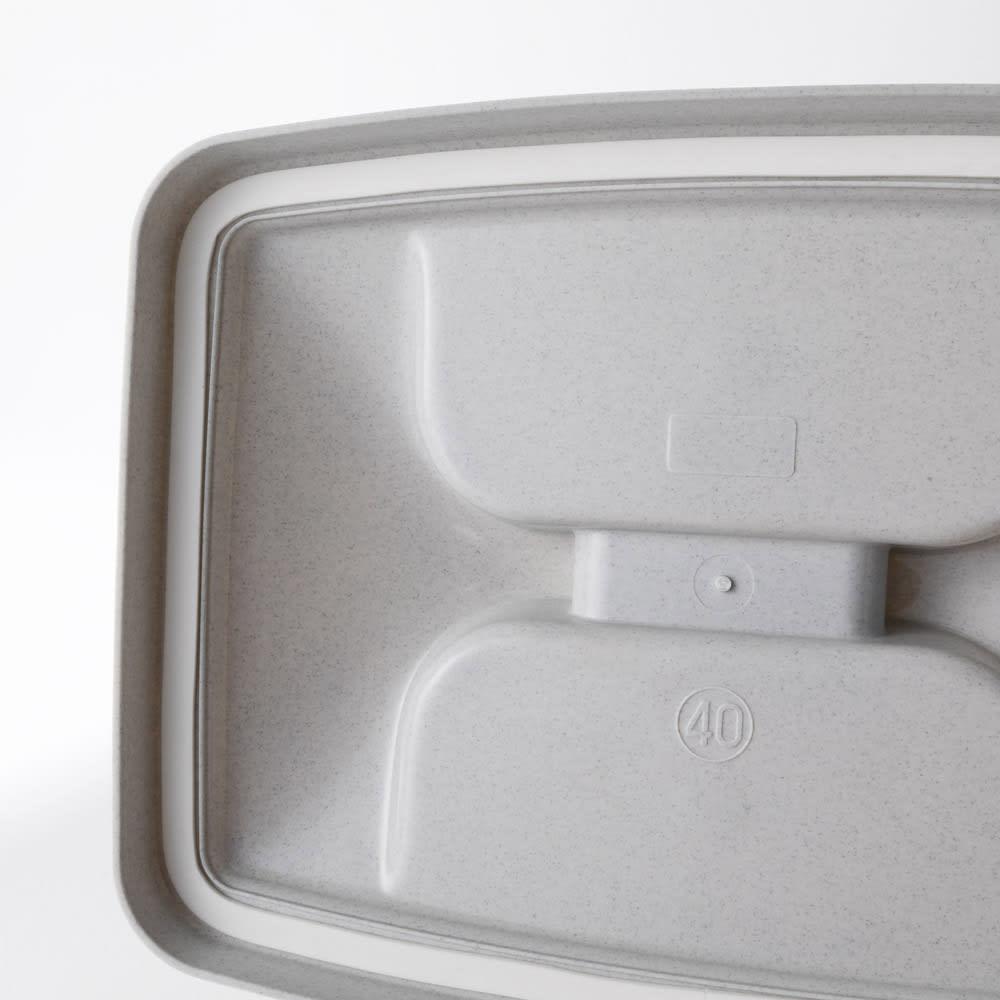 組立不要 ラタン調ゴミ保管庫 幅130cm ペール4個付き ペールは、におい漏れを抑えるゴムパッキンつきです。