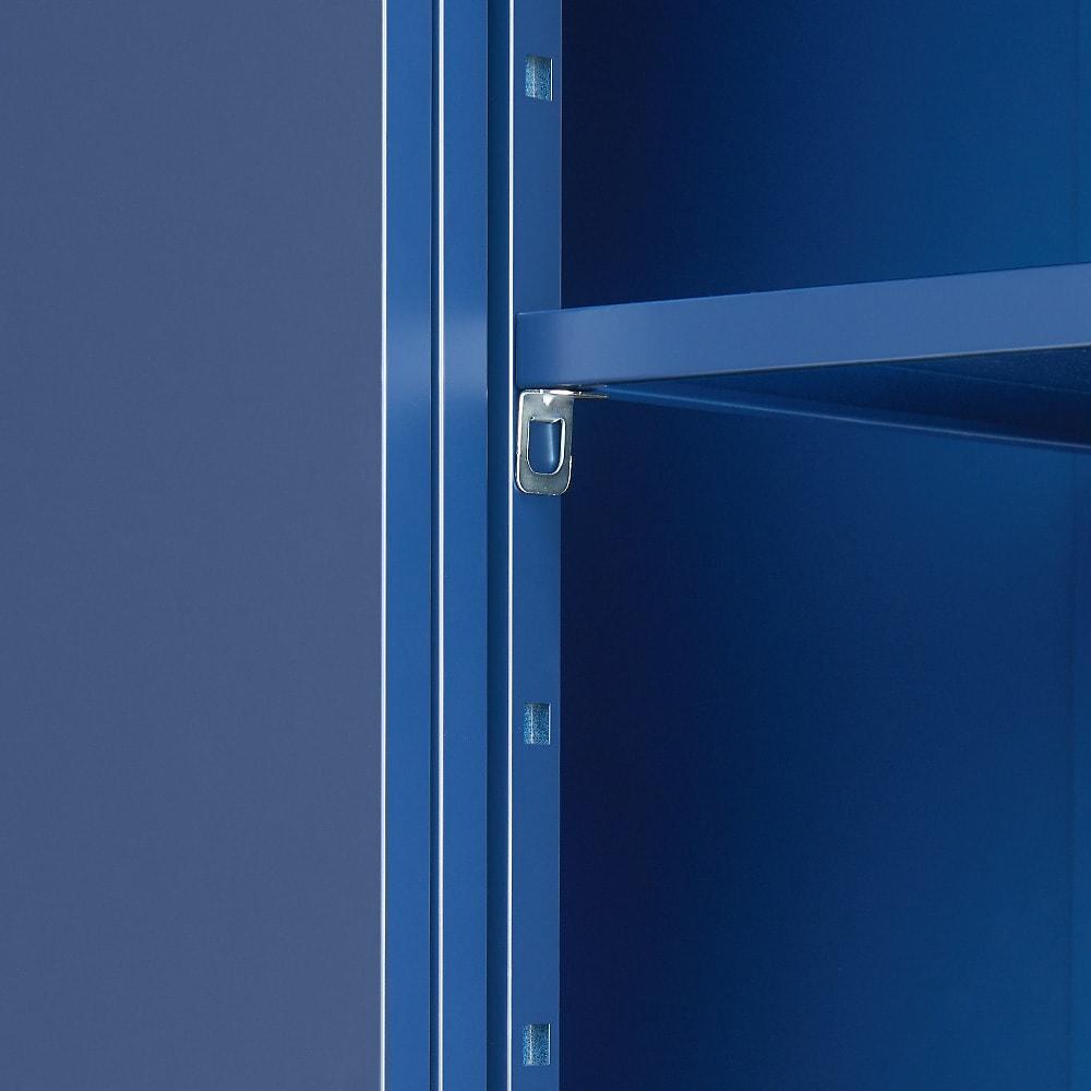 オールネイビー引き戸物置 ライト付き レギュラーハイタイプ 棚板は8.5cm間隔、6段階に調整可能です。