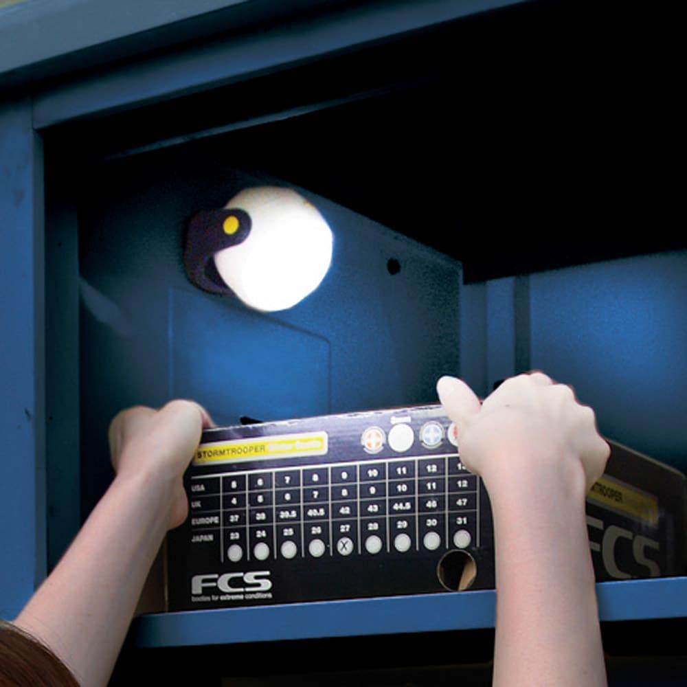 オールネイビー引き戸物置 ライト付き 大型タイプ 開けると自動点灯するセンサーライト付きもご用意!