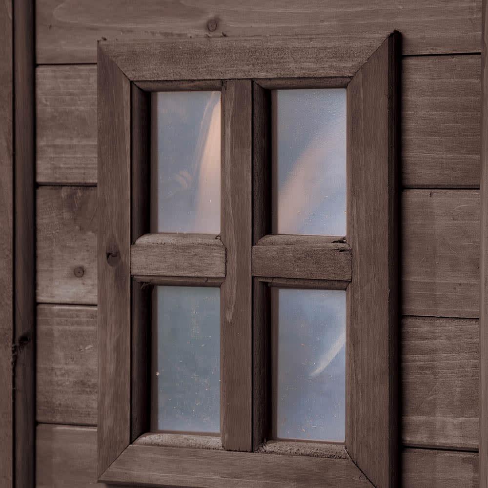 カントリー調物置 幅126cm コテージのように見える小窓がポイントに。アクリル製で割れる心配なし。