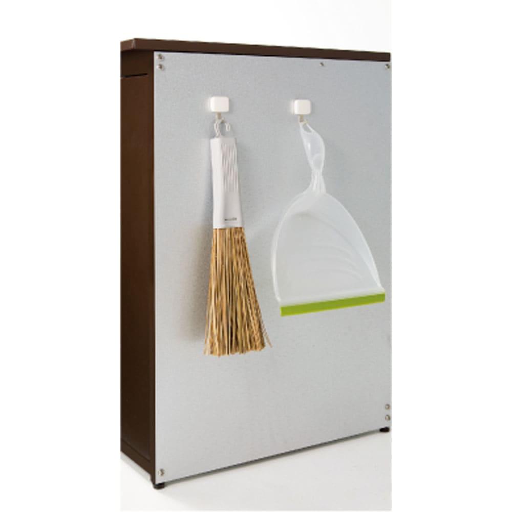 ガルバ製ゴミ保管庫 レギュラータイプ 幅69奥行55cmペール付き 側面に小物が掛けられるマグネットフック2個付き。
