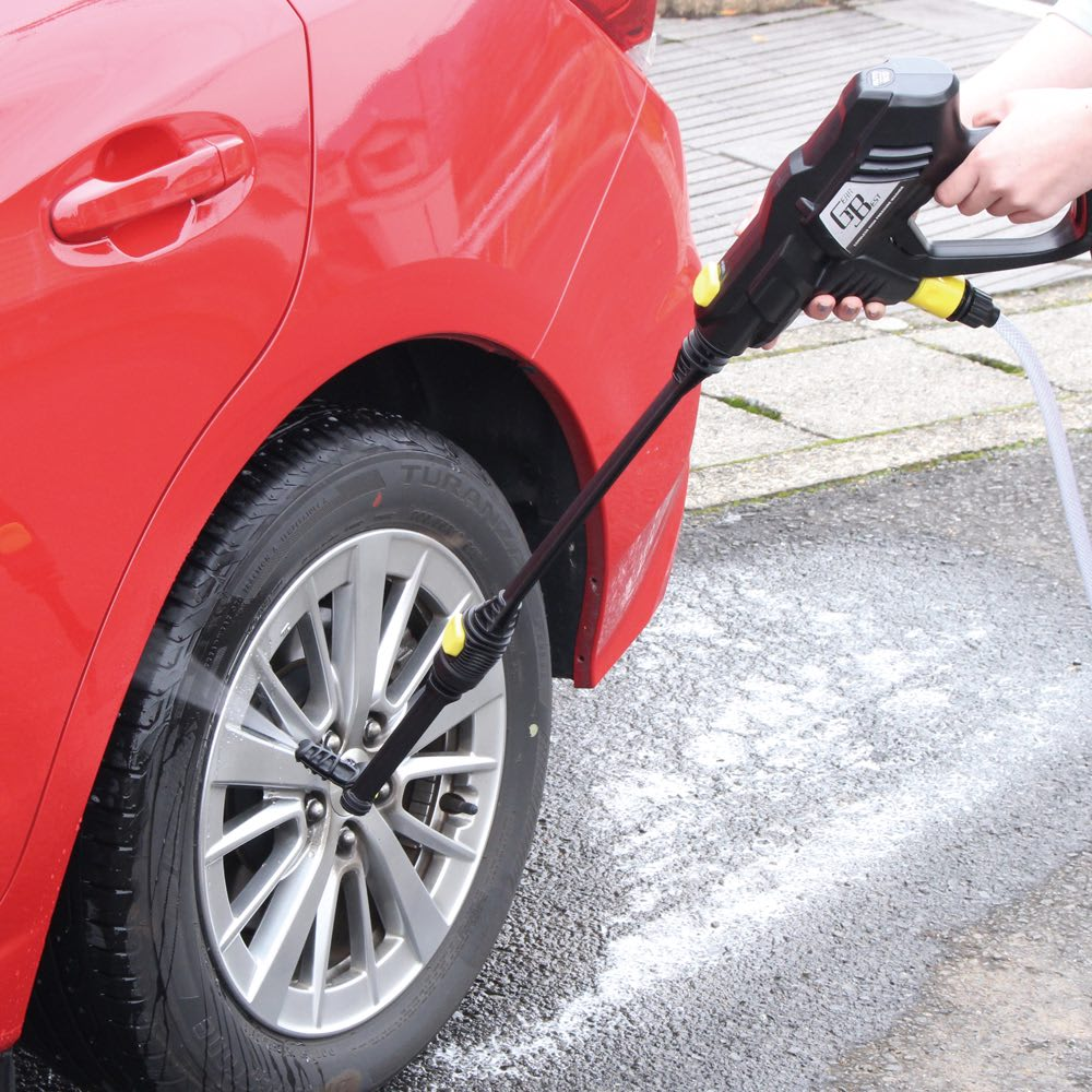 ノズル充実!どこでも水圧洗浄散水機 角度調節ノズルで車の下側も立ったままで洗浄。