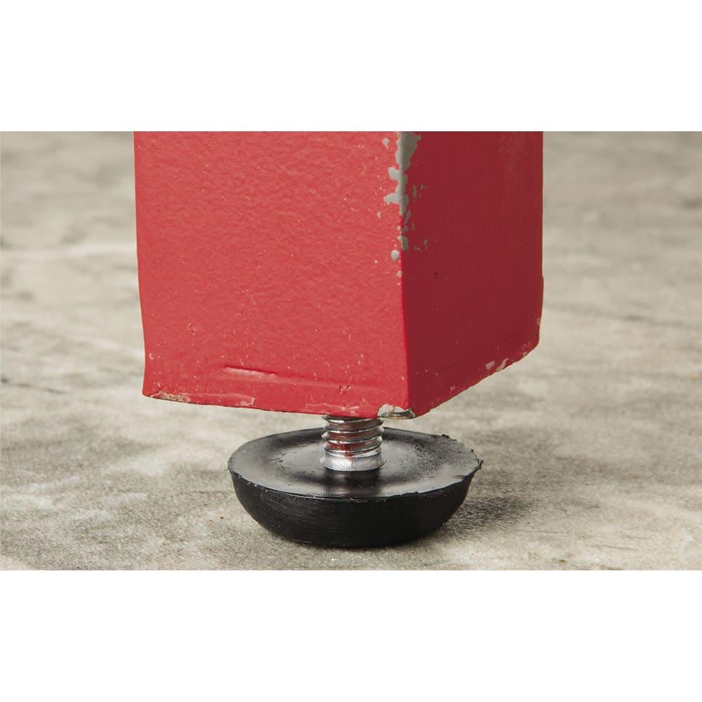 アンティーク調USメールポスト 大型 脚部アジャスターでガタつきを抑え段差にも対応。