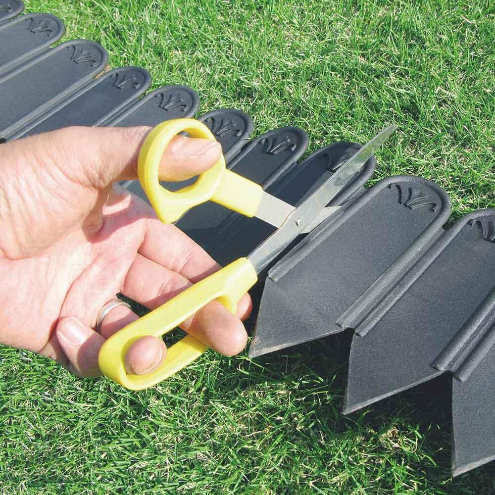 根止め&花壇づくり土ストッパー 12m 設置する場所に合わせてはさみで簡単にカットできます。