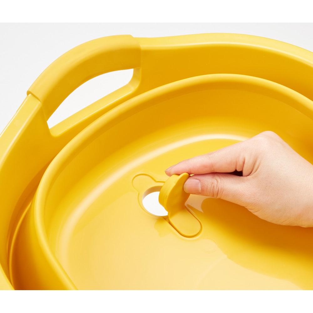 折りたたみタライ ソフトタブプラス23L 底部分には便利な水抜き栓付きで、飲み物を冷やすときなど水抜きも楽ちん。