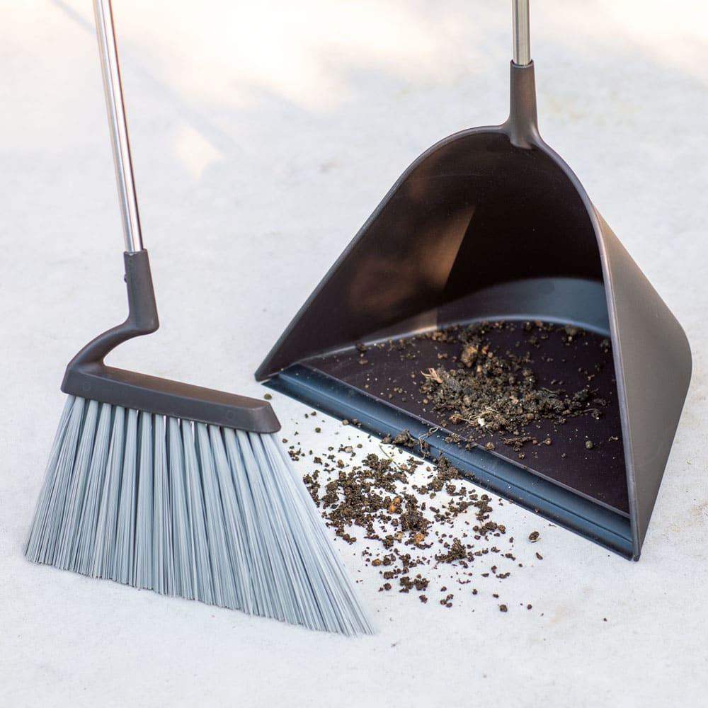 プロ仕様 モダンほうき&塵取りセット 細かいゴミや土も取りこぼさない!