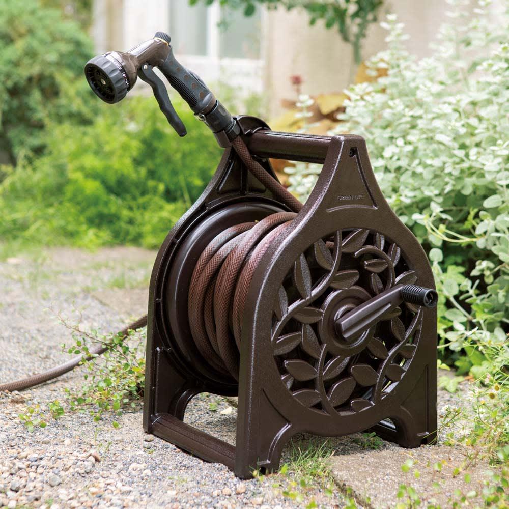 植栽になじむ鋳物風ホースリール25m 鋳物風の重厚感のある見た目。