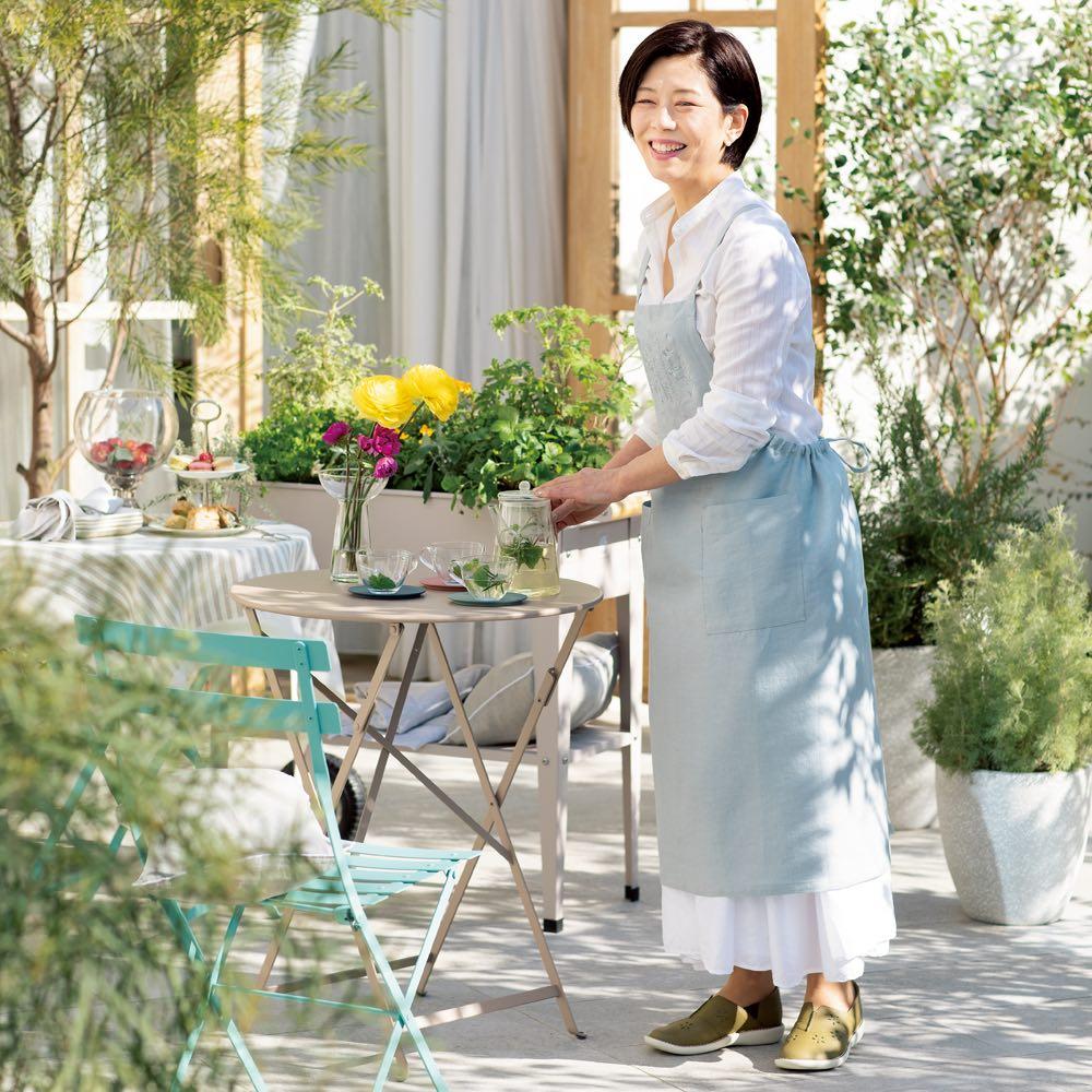 「ミスキョウコ」プロデュース ガーデンストーリーおもてなしエプロン (イ)ブルー コーディネート例