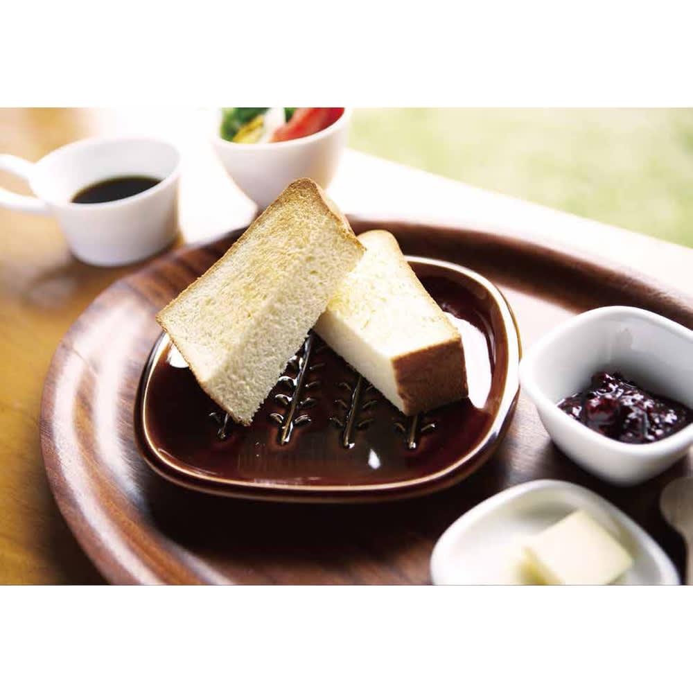 サクサクのパンを楽しめる! CRUST パン皿1枚 パン好きの方におすすめのパン用のお皿です。
