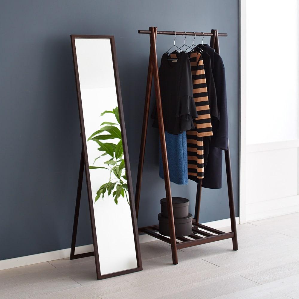 Incery(インサリー) 天然木製 スリムミラー 幅32cm ダークブラウン シックな雰囲気ダークブラウン色。(写真右はシリーズ品のハンガーラックです)