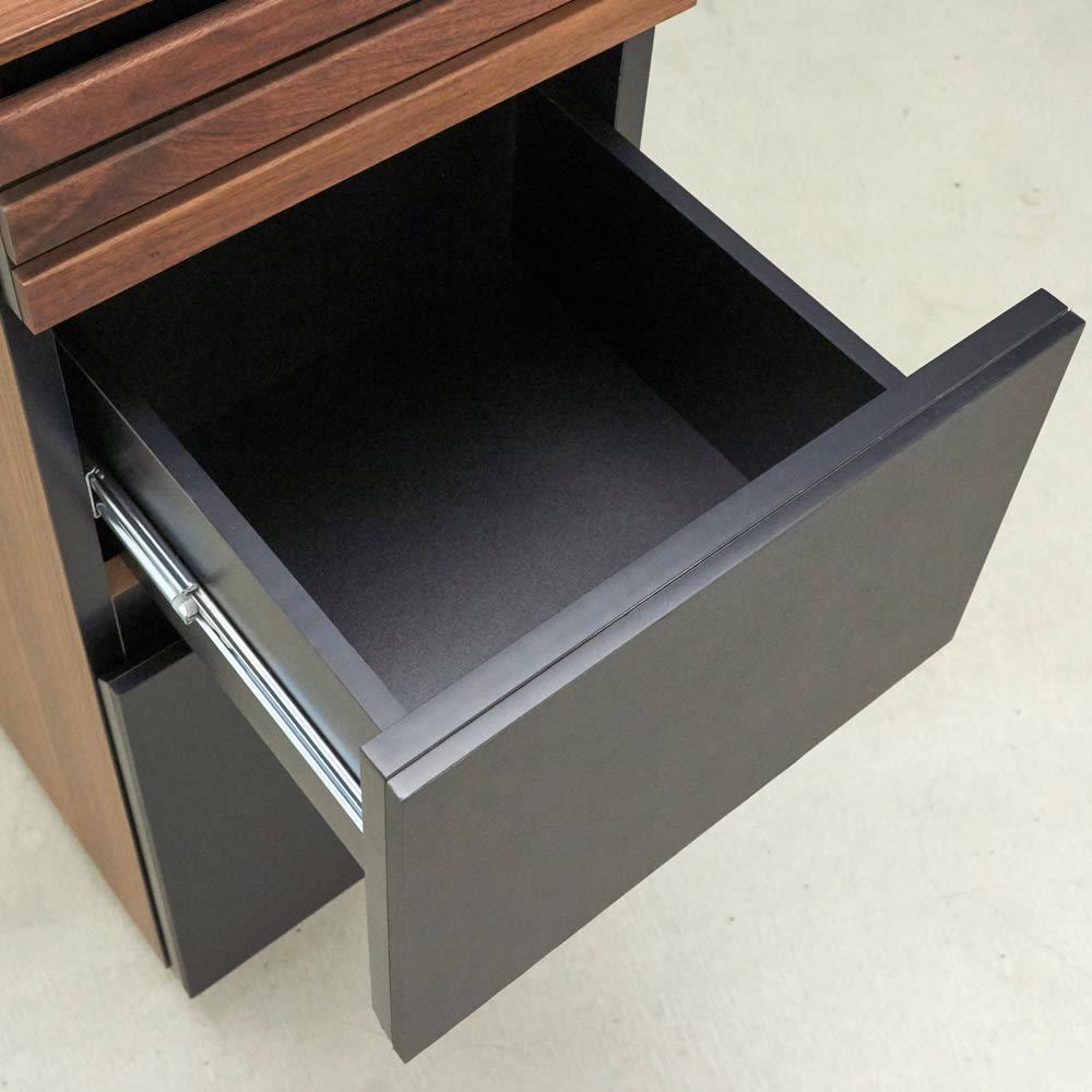 AlusStyle/アルススタイル 隙間収納 ロータイプ(高さ85.5cm) 内装材にもシックで高級感あふれるブラックカラーを採用、レール付きでスムーズに開閉します。