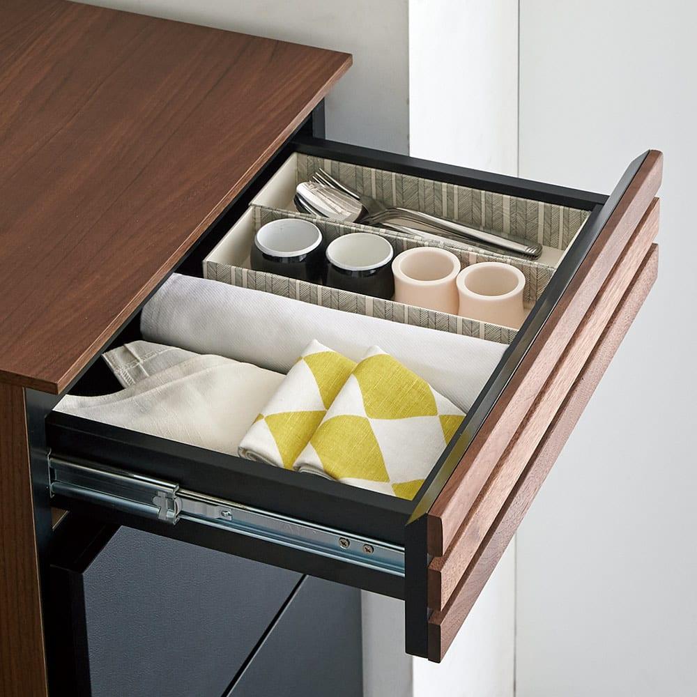 AlusStyle/アルススタイル 隙間収納 ロータイプ(高さ85.5cm) 最上段の小引き出しはカトラリーやキッチン雑貨の収納に。