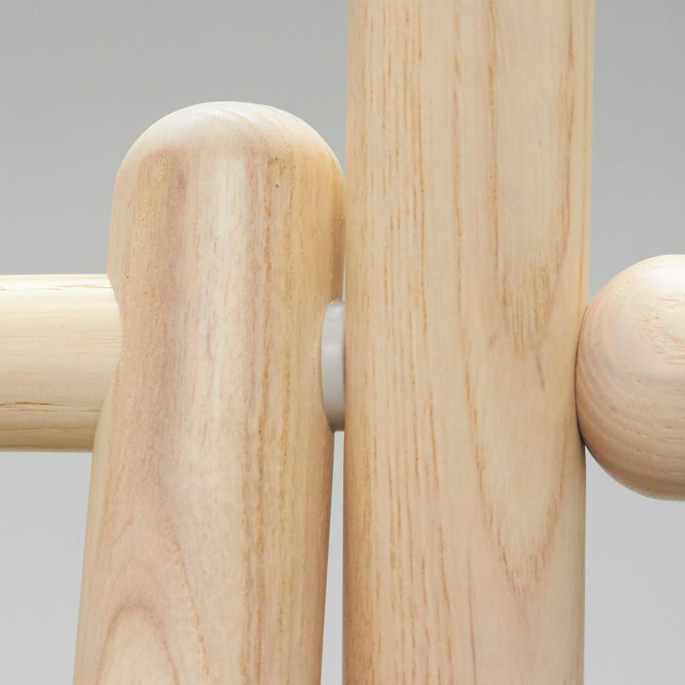 Ridge/リッジ A型天然木ハンガーラック 幅118cm 手触り滑らかな丸棒材を使用しています。無垢材だからこそできる柔らかいシルエット。