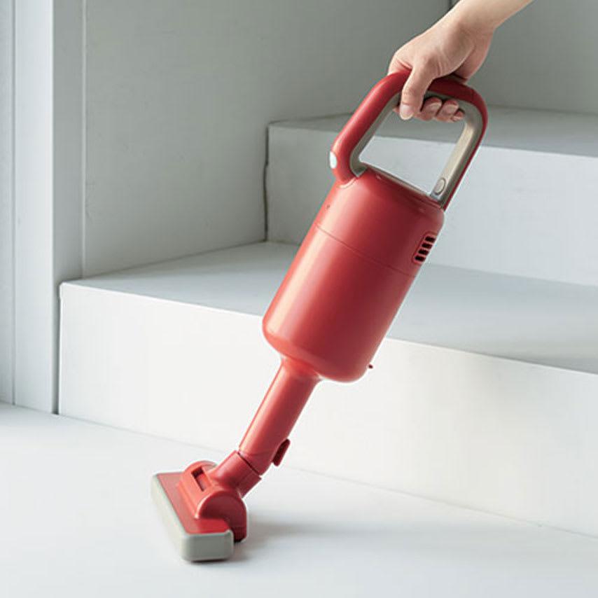 ±0/プラスマイナスゼロ コードレスクリーナー布団ノズル付き特別セット コンパクトで軽量だから階段や車内掃除などに便利。