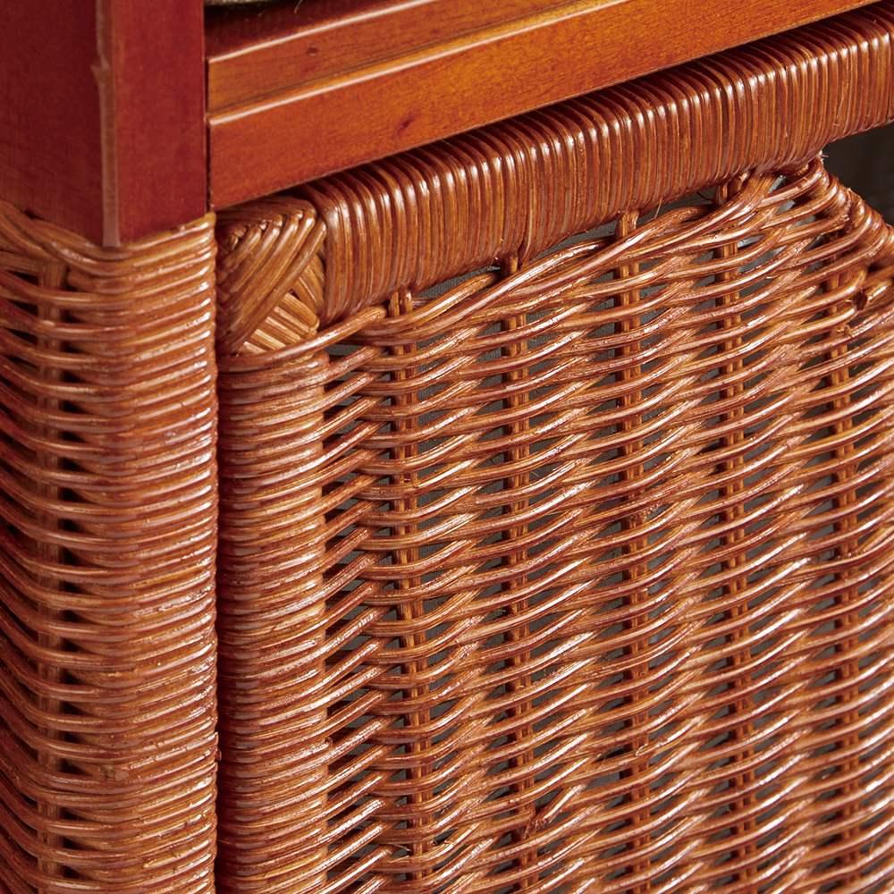 Pesante/ペサンテ ラタン引き出しベンチ 幅70cm 丁寧に編み込まれたラタンがナチュラルな雰囲気。艶っと光る塗装を施し、上品に仕上げました。