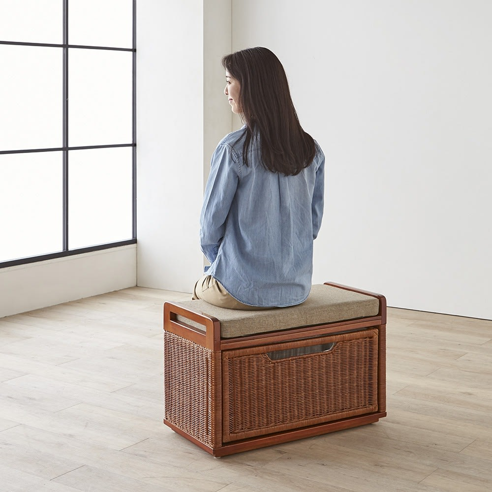 Pesante/ペサンテ ラタン引き出しベンチ 幅70cm ちょっとした腰掛に便利。玄関回りは勿論、リビングの隅や廊下に設置しても。