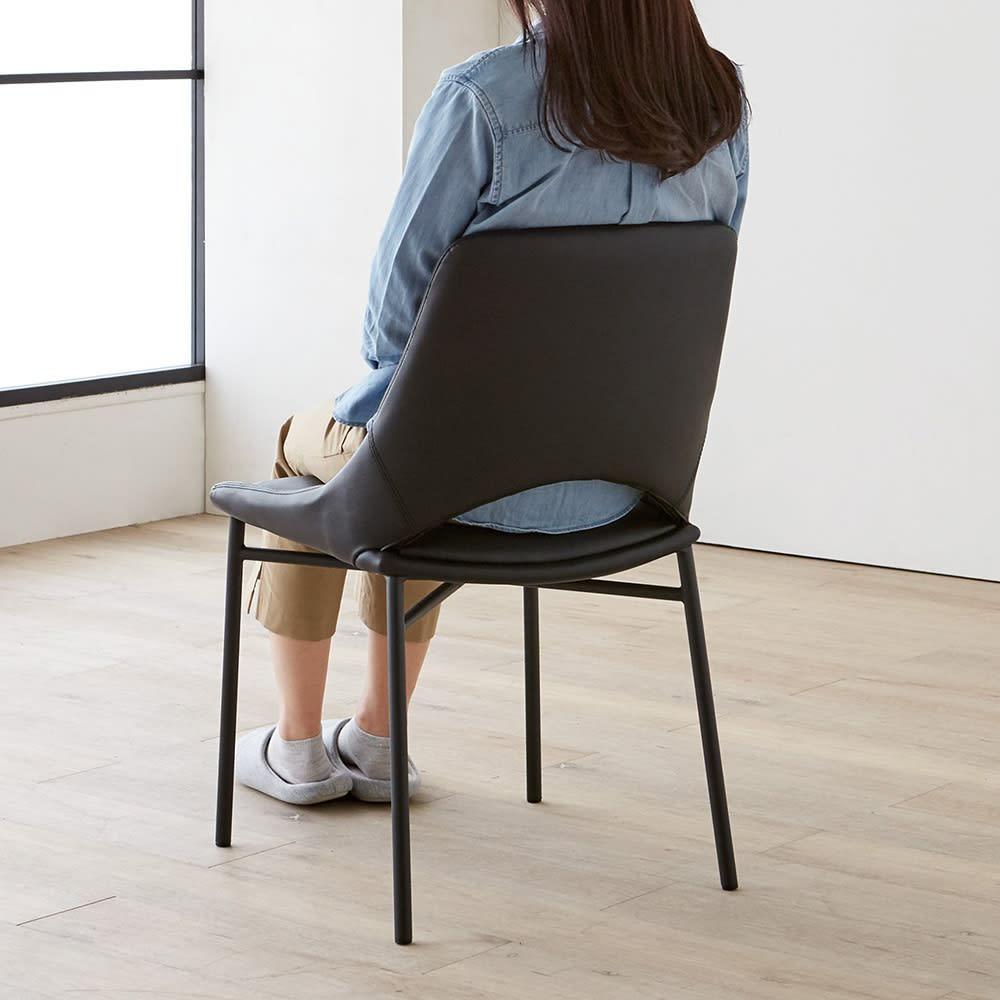 Kivi/キヴィ ダイニングシリーズ チェア 2脚組 チェアは腰部分に抜けを作った軽やかなデザイン。