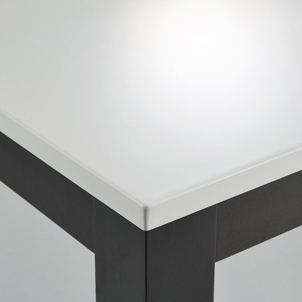 Linna/リンナ 伸長式ダイニングシリーズ 伸長式テーブル 天板は熱やキズに強いUV塗装仕上げ。
