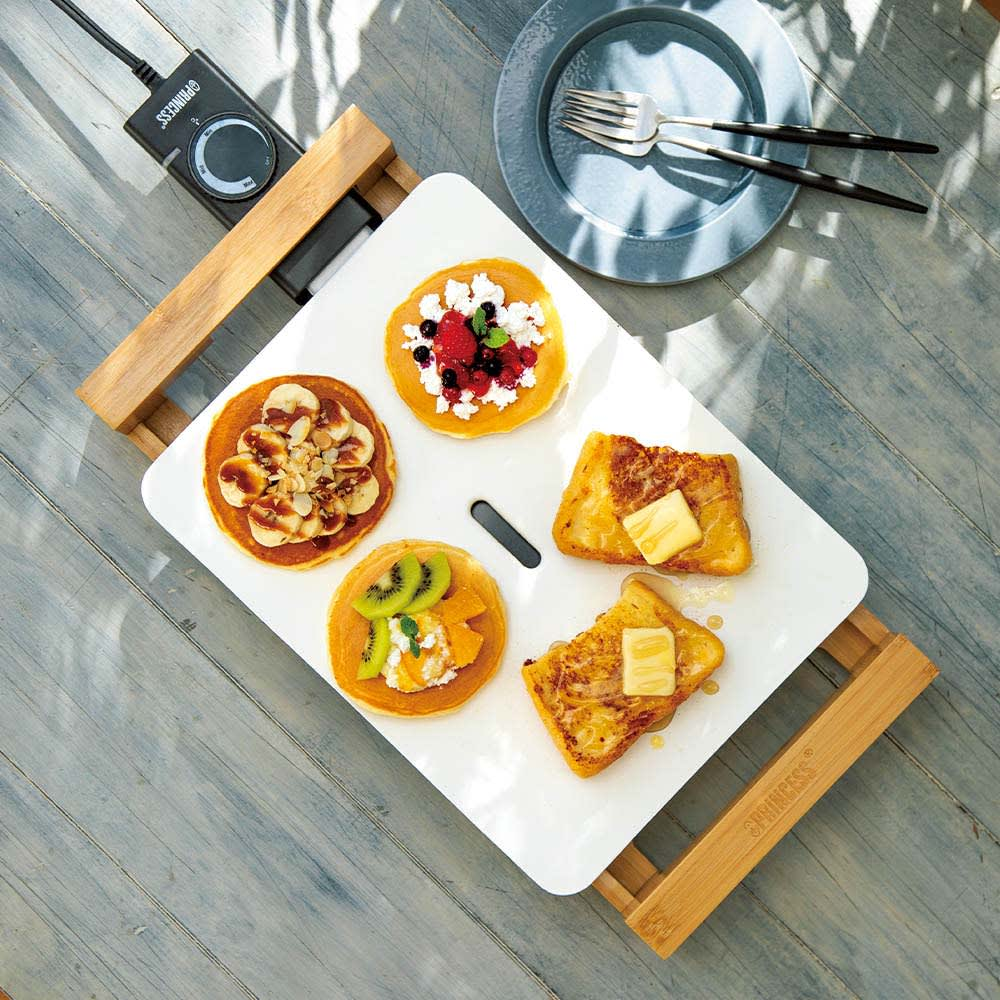 PRINCESS/プリンセス テーブルグリルピュアミニ 遠赤外線と熱伝導率の高い特殊セラミック加工で、ムラなくおいしく焼き上げます。一定の温度に設定できるので、最後まで熱々。