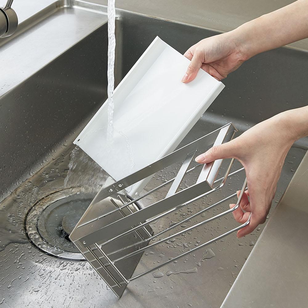 FRAMES&SONS/フレームズアンドサンズ 丸洗いできるまな板&包丁スタンド 小 カバーは取り外し可能。丸洗いできていつでも清潔(付属のネジで固定も可。一度取り付けると取り外しにくい構造)。