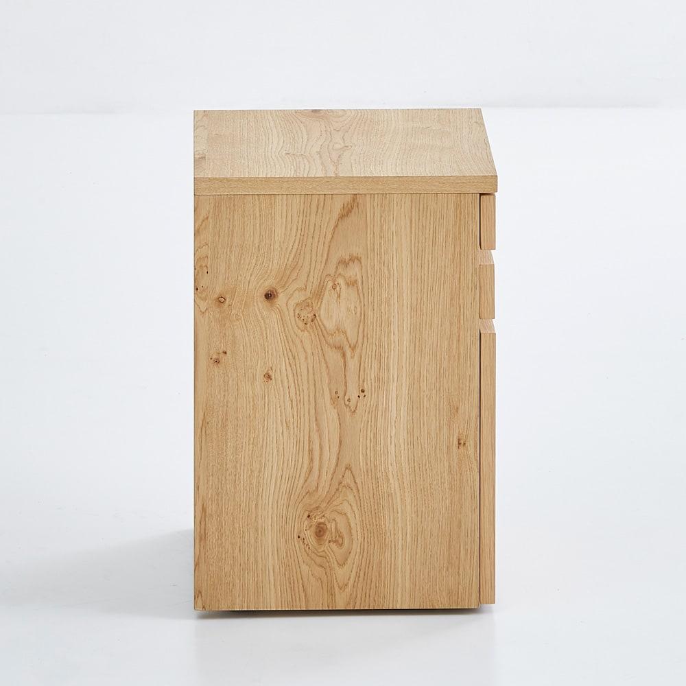 Roize/ロイゼ ヴィンテージ調デスク サイドチェスト 側面にもミズナラ材の天然木を使用。デスクの外に出して設置する際にも美しくレイアウト出来ます。