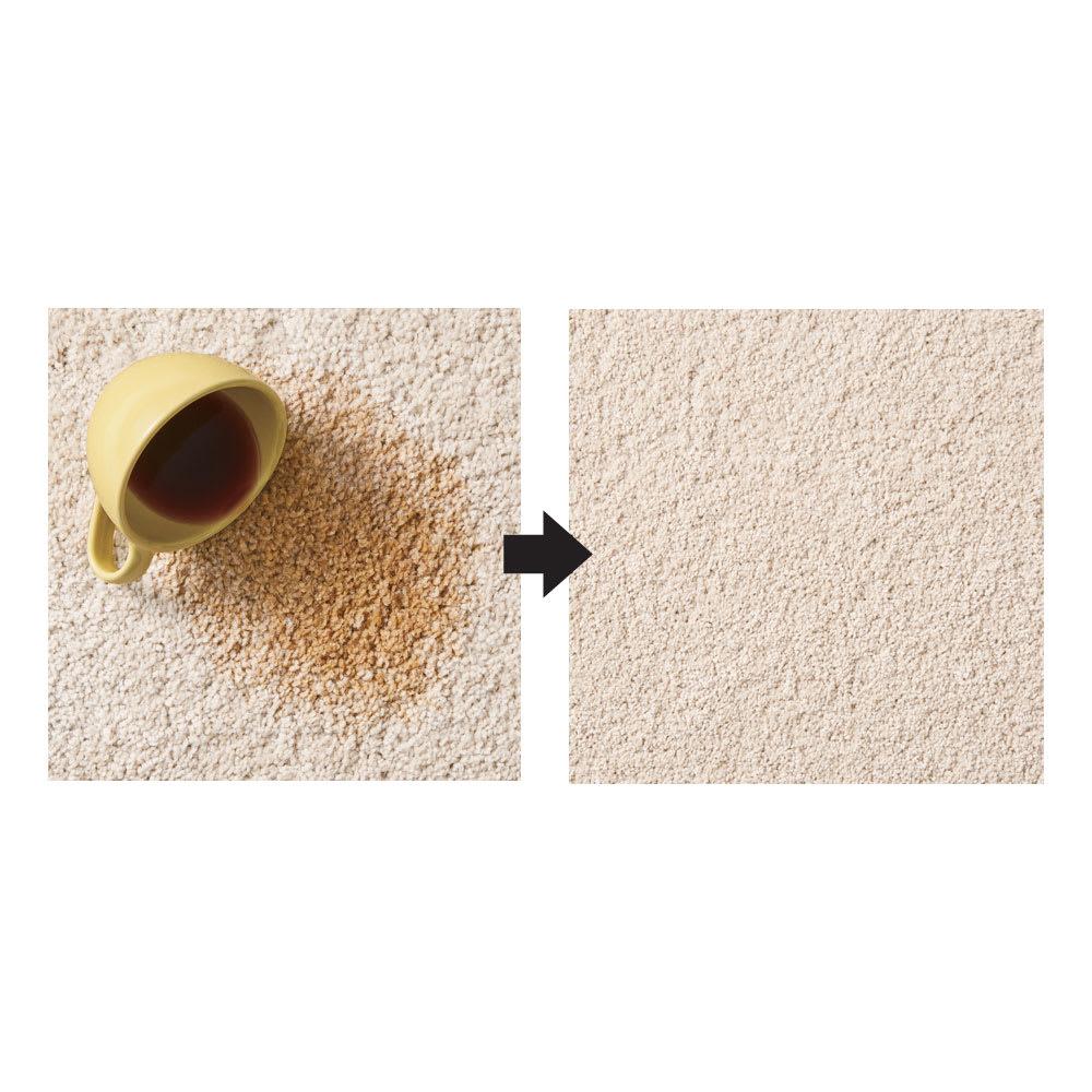 ふわふわソフトタッチタイルマット 同色組 【防汚効果の高い特殊繊維でサッと拭くだけ】使用しているPTT繊維は汚れが繊維内部まで染み込まず表面に留めるので、コーヒー等をこぼしてもさっと拭くだけで汚れが落ちます。アイボリー使用