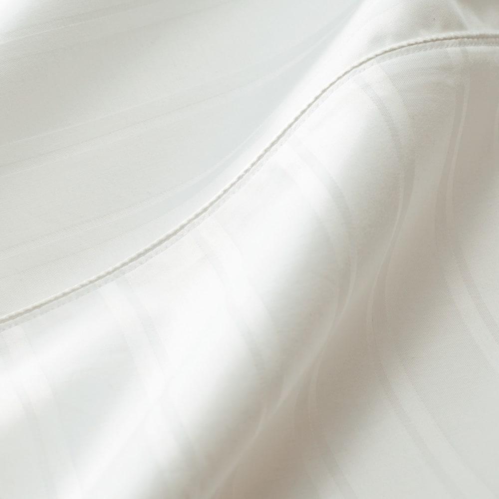Sateen/サティーン ストライプ 超長綿カバーリング 掛け布団カバー 〈素材アップ〉高密度のジャガード織で高級感のあるストライプを表現。カバーの胸元やピローにはテープを挟み込んでアクセントに。