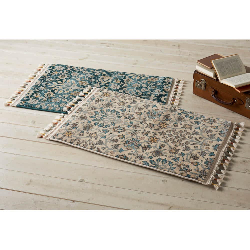 トルコ製ウィルトン織 マット〈アクアホーム〉 左から(ア)ブルー系 (イ)ベージュ系